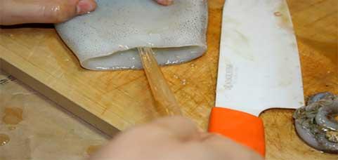 làm sạch mực tách ống xương mực